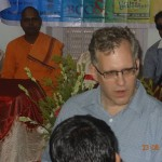 Inauguration of the TotalStart Blind Youth Innovation & Incubation Center - Jonathan Ward, US Consulate Kolkata - Head of Business and Chief Guest of the event connecting with the Blind Youth Entrepreneurs.